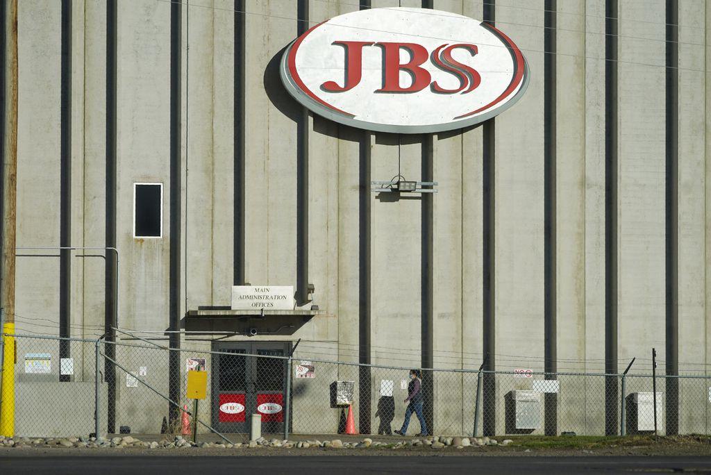 Attacco ransomware a JBS, il più grande produttore di carne al mondo (pagati 11 milioni di dollari)